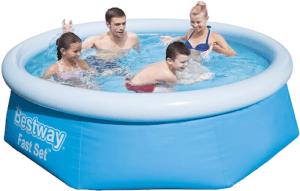 Cette une piscine hors sol peut contenir tout une famille